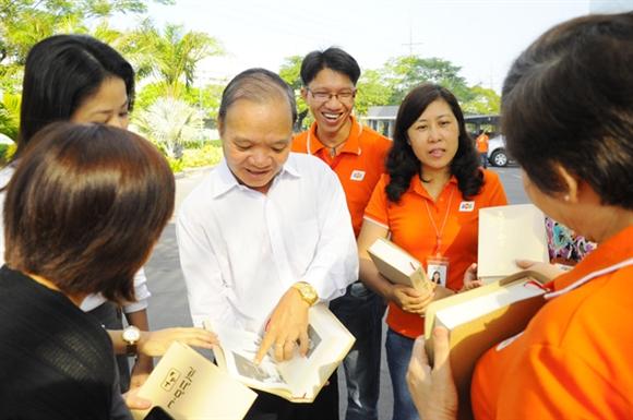 Ngoài kinh doanh, ông Châu còn được coi là linh hồn của văn hoá doanh nghiệp FPT, một trong những yếu tố quan trọng trong chiến lược phát triển con người của Tập đoàn.