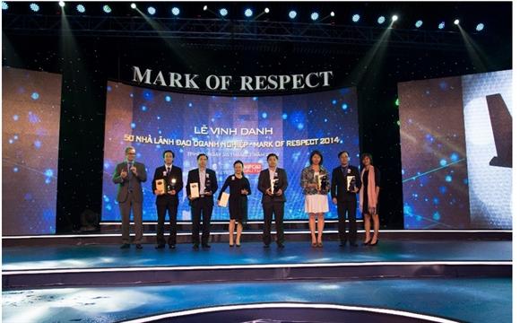 Các nhà lãnh đạo sáng tạo nhất năm 2014 nhận kỷ niệm chương của chương trình.