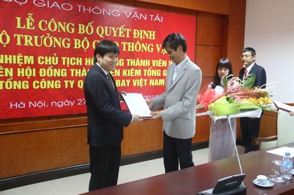 Thứ trưởng Phạm Quý Tiêu trao Quyết định cho tân Chủ tịch Hội đồng thành viên Tổng công ty Quản lý bay Việt Nam Đinh Việt Thắng