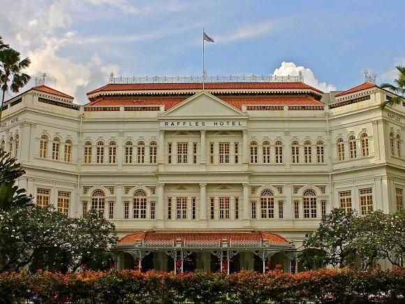 Khách sạn Raffles truyền thống có lẽ là khách sạn đặc trưng nhất trong thành phố.