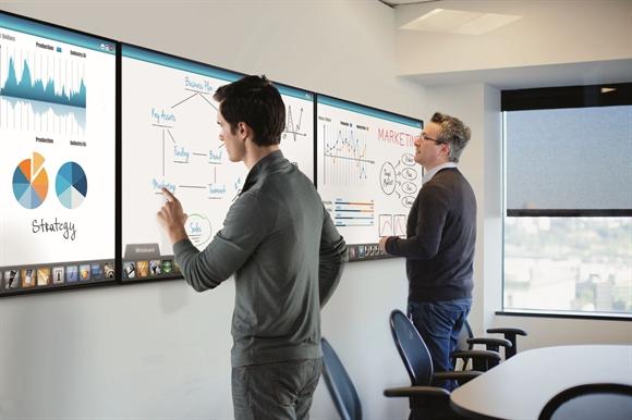 Bảng tương tác IWB của Samsung cho phép viết, vẽ, phóng to, thu nhỏ hình ảnh ngay trên màn hình.