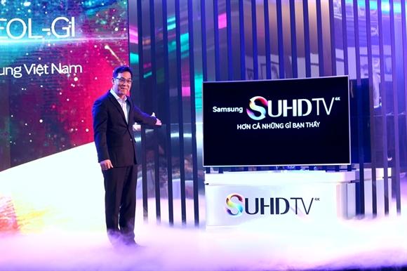 Ông Kim Cheol Gi, Tổng Giám đốc Công ty Điện tử Samsung Vina, giới thiệu dòng TV SUHD mới