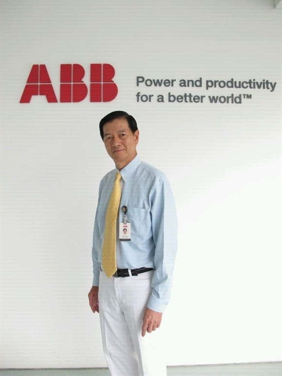 """Ông Lim Say Leong, Trơ lí Phó Chủ tịch bộ phận Marketing, công ty ABB, đơn vị trưng bày trong triển lãm MTA2015, chia sẻ: """"Trong thời đại robot, viêc hợp tác giữa con người và robot sẽ trở thành hiện thực."""