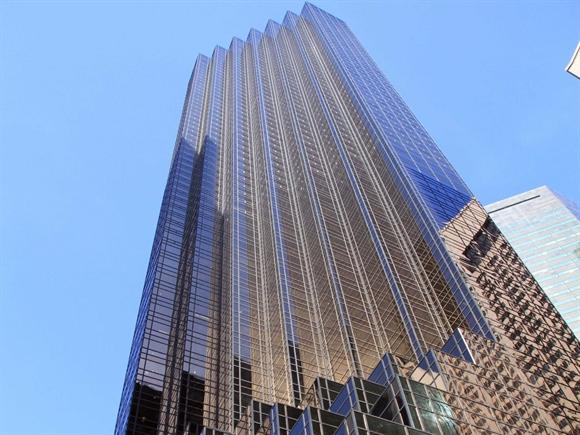 """Nơi mà Donald Trump gọi là """"nhà"""" là căn áp mái (penthouse) trong tòa tháp 68 tầng Trump Tower ở New York."""