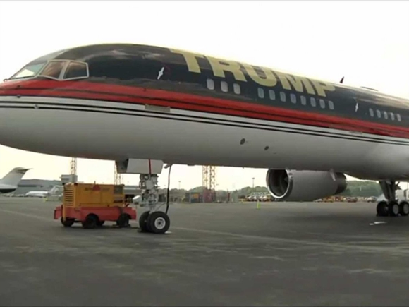 """Lúc nào """"chán"""" ở New York, Trump dùng chiếc Boeing 757 giá 100 triệu USD, hoặc một trong những máy bay khác thuộc """"bộ sưu tập"""" của ông để bay tới những dinh thự khác."""