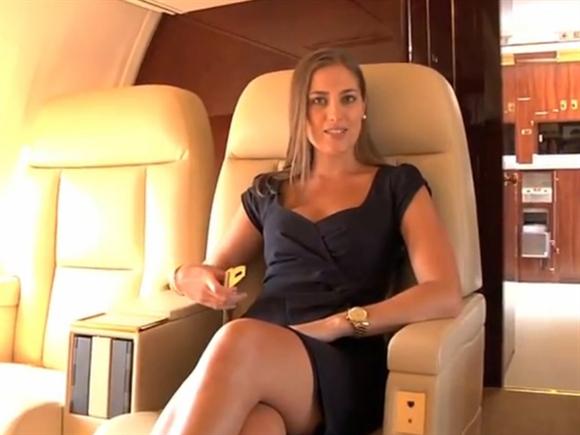 Đai an toàn trên chiếc Boeing 757 của Donald Trump cũng được dát vàng.