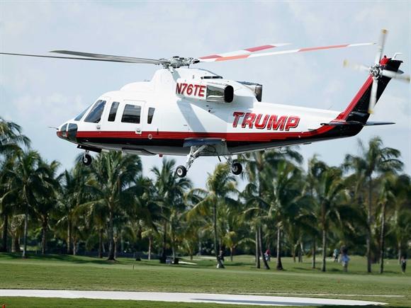 Năm 2015, Donald Trump đã chi 750.000 USD để nâng cấp chiếc trực thăng Sikorskyy S-76 của ông, kể cả việc dát vàng 24 karat và trang trí nội thất.