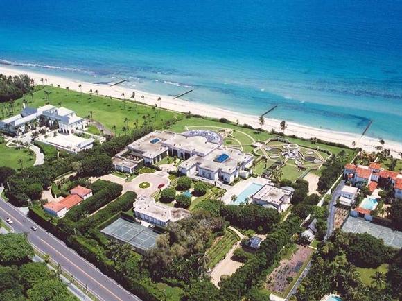 Trump từng sở hữu ngôi nhà này tại Palm Beach, nhưng sau đó đã bán cho tài phiệt người Nga Dmitry Rybolovlev năm 2008.