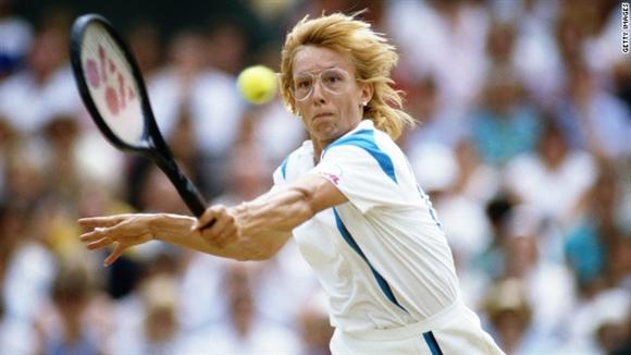 Tai sao cac tay vot o giai Wimbledon deu phai mac do trang?