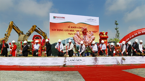 Lang Sen Viet Nam: Khanh thanh to hop cong vien trung tam Bach Viet va nhan ky luc