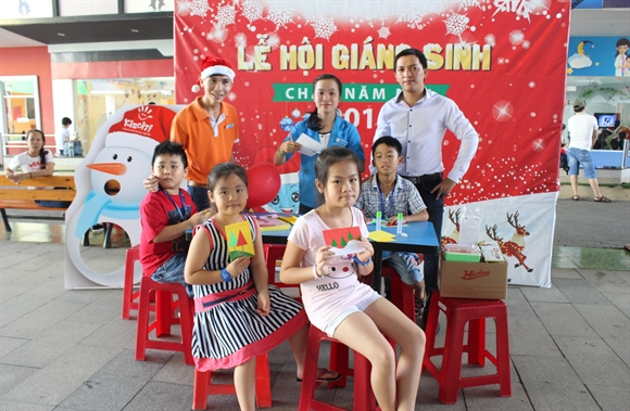 Vui Giang sinh cung hang tram qua tang tai Kizciti