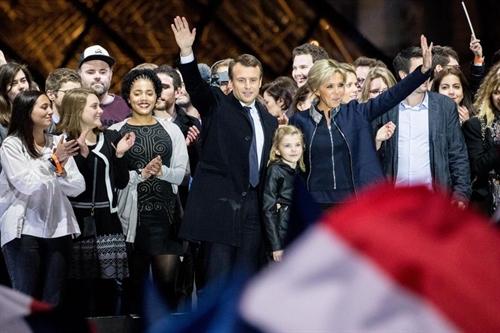 Tranh cu kieu startup, Macron lam dao lon nen chinh tri Phap