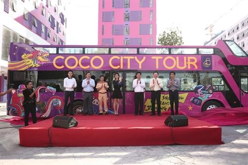 Xe buyt du lich 2 tang Coco City Tour da co mat tai Da Nang
