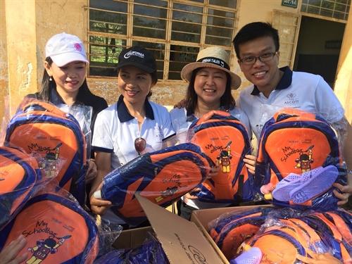 CAPITALAND Viet Nam - ASCOTT tham 1000 hoc sinh tieu hoc vung xa