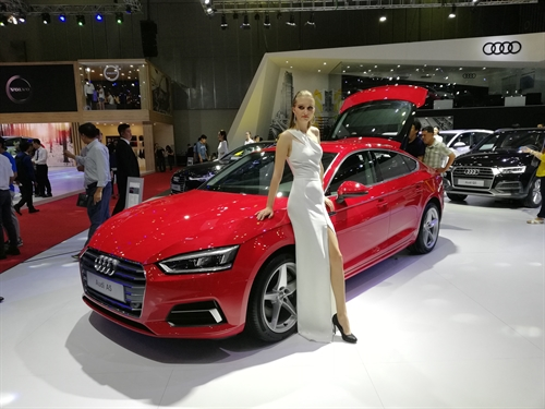 Toan canh Trien lam Vietnam International Motorshow 2017