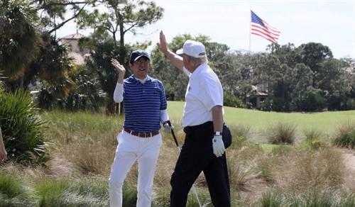 Ngoai giao golf o APEC