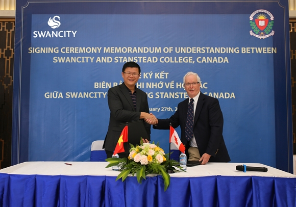 SwanCity ky ket Bien ban ghi nho hop tac voi truong Stanstead College, Canada