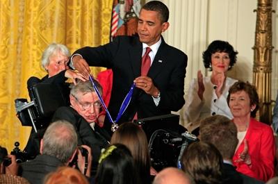 Nha khoa hoc doat giai Nobel Stephen Hawking qua doi o tuoi 76