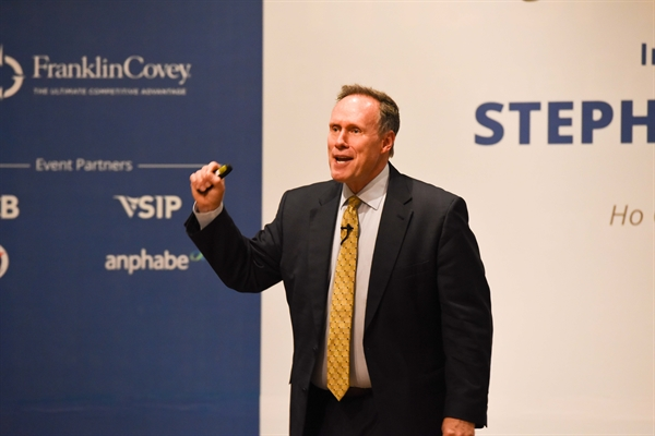 Stephen M. R. Covey chia se kinh nghiem quan tri tai Viet Nam