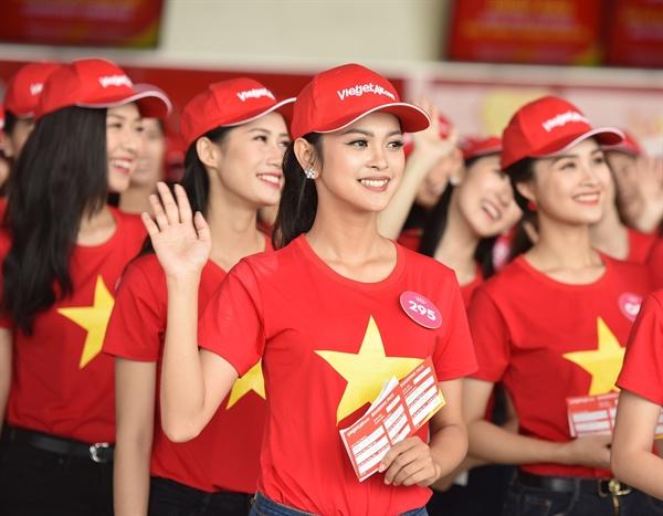 Bay Vietjet, top 43 Hoa hau Viet Nam ruc ro thu hut hang trieu hanh khach