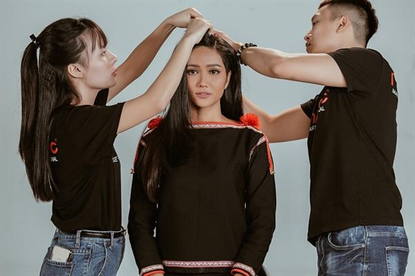 Online Hanh trinh den voi Hoa hau Hoan vu 2018 cua H'Hen Nie