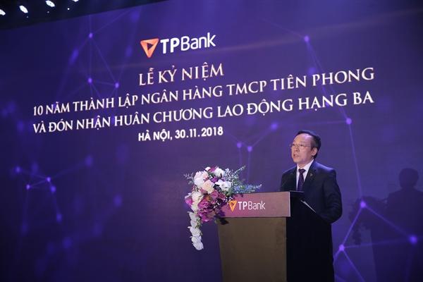 Ky niem 10 nam thanh lap, TPBank don nhan Huan chuong Lao dong hang Ba
