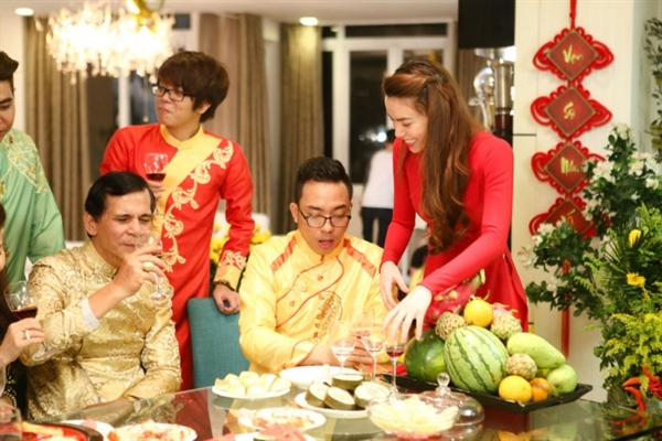 "Tien si Tam ly Pham Thi Thuy: Dung de phu nu ""quay cuong"" trong Tet"