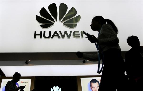 Facebook lai boi them mot don vao Huawei