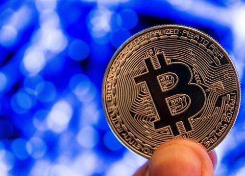 Bitcoin rot manh khi Chu tich FED lo ngai ve dong Libra cua Facebook