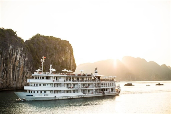 *Hình ảnh Du thuyền Âu Cơ trên vịnh Hạ Long