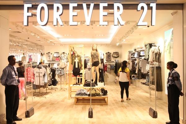 Forever 21 đang có khoảng 800 cửa hàng tại các quốc gia trên thế giới. Ảnh: elle.vn