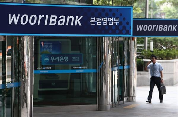 Hàng loạt các ngân hàng thương mại Hàn Quốc đang ăn nên làm ra tại việt Nam. Ảnh: baomoi.com