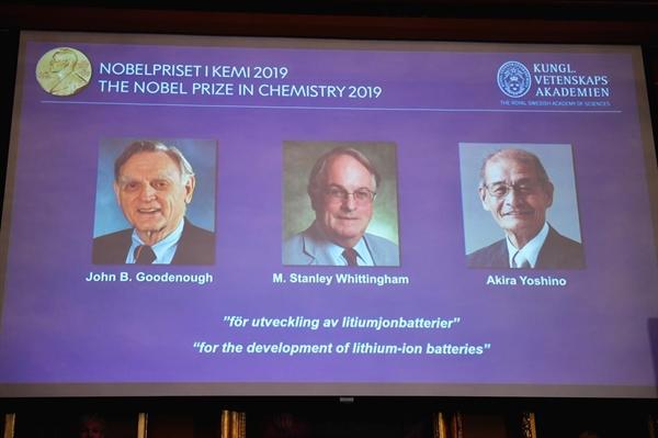 Chân dung các nhà khoa học vừa được trao giải Nobel Hóa học 2019 tại buổi lễ vinh danh ở Học viện Khoa học Hoàng gia Thụy Điển ngày 9/10/2019. Ảnh: Reuters