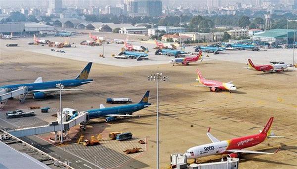 Nội Bài, Tân Sơn Nhất và các cảng hàng không lớn khác đang bị quá tải về điểm đỗ tàu bay. Ảnh: baomoi