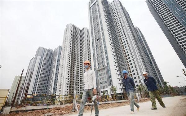 Nền kinh tế sẽ gặp nhiều rủi ro khi tín dụng bất động sản núp bóng tiêu dùng. Ảnh: Vietnambiz