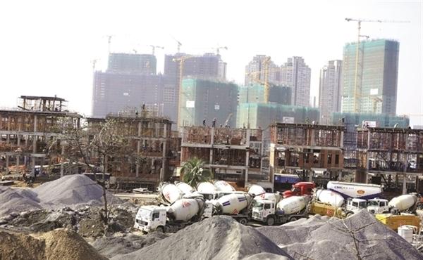 Nhiều dự án bất động sản trễ hẹn do chủ đầu tư thiếu vốn. Ảnh minh họa