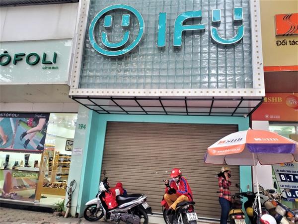 Cụ thể, cửa hàng IFU tại Trần Đăng Ninh, Trung Hòa, Chùa Bộc, Thái Hà, Phạm Ngọc Thạch... đều đã đóng cửa không rõ nguyên do.