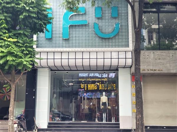 Được biết, thương hiệu thời trang IFU mới xuất hiện tại Việt Nam, chuyên kinh doanh các sản phẩm dành cho nữ, gồm áo, quần, đầm, chân váy và jumpsuit. Hãng thời trang này hiện đang có khoảng 18 cửa hàng trên toàn quốc.