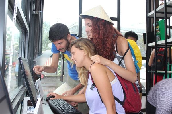 trạm thông tin hỗ trợ khách du lịch