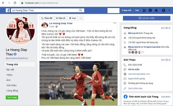 Bà Thảo chúc mừng đội tuyển bóng đá nữ Việt Nam.