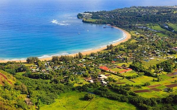 Năm 2014, Mark Zuckerberg chi hơn 100 triệu USD cho 2 mẫu đất rộng hơn 303 ha trên đảo Kauai, thuộc quần đảo Hawaii. Anh cùng vợ đang lên kế hoạch xây dựng một căn biệt thự 2 phòng ngủ rộng hơn 566 m2 trên bất động sản này. Ảnh: The Telegraph.