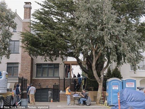 Năm 2013, Mark Zuckerberg mua một ngôi nhà mặt phố rộng gần 510 m2 ở thành phố San Francisco, bang California. Căn nhà được xây vào năm 1928, ông chủ Facebook mua nó với giá 10 triệu USD và chi hơn 1,6 triệu USD cho việc sửa chữa. Ảnh: New York Times.