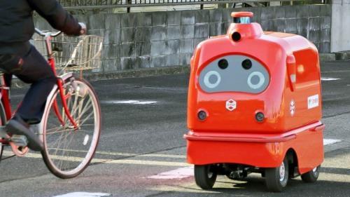 Robot giao hàng có tên CarriRo Deli của ZMP. Ảnh: AFP