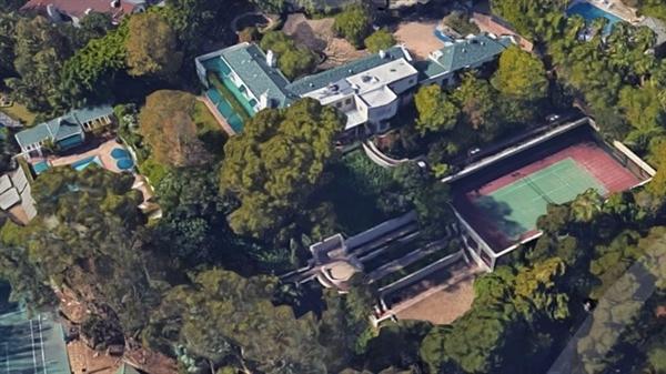 Căn biệt thự tại Los Angeles của Taylor Swift với rất nhiều cây xanh bao quanh