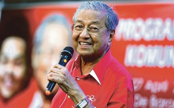 Thủ tướng Malaysia Mahathir Mohamad cam kết tăng lương tối thiểu lên 1.500 ringit trong đợt bầu cử năm 2018