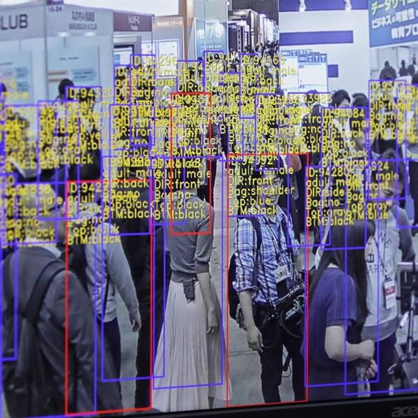 AI đang được áp dụng nhiều vào lĩnh vực thời trang. Nguồn ảnh: Bloomberg