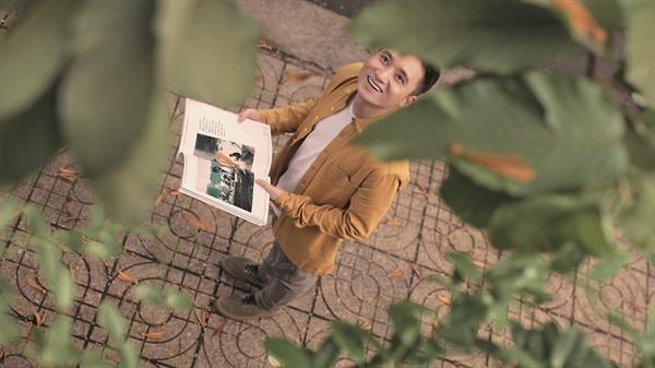 Nhạc sĩ trẻ Phan Mạnh Quỳnh thể hiện phần ca khúc xuất sắc trong phim Mắt Biếc.
