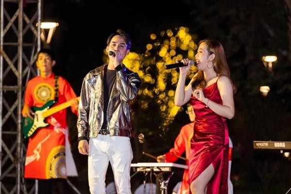 Trình diễn âm nhạc sôi động, tăng thêm phần sôi động cho lễ hội khinh khí cầu khổng lồ