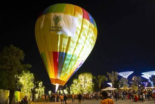 Ánh sáng lung linh, huyền ảo chưa từng có thắp sáng Vinhomes Grand Park
