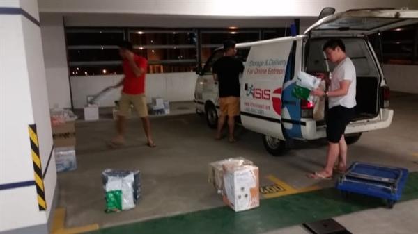 Những người đồng sáng lập của Ninja Van cung cấp các đơn đặt hàng sớm của họ với một chiếc xe cũ.Ninja Văn